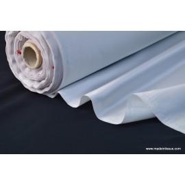 Tissu Satin duchesse polyester gris perle .