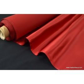 Tissu Satin duchesse polyester rouge .