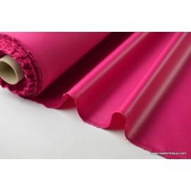 Tissu polyester fuchsia déperlant pour parapluie .