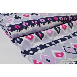 Tissu Viscose fluide imprimée motifs geométriques gris, marine et fuchsia .x1m