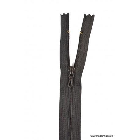 Fermeture éclair en nylon. H 10 cm. col 460 Noir