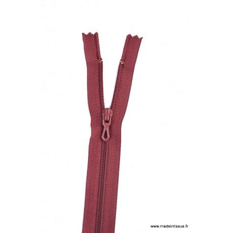 Fermeture éclair en nylon. H 10 cm. col 870 Bordeaux