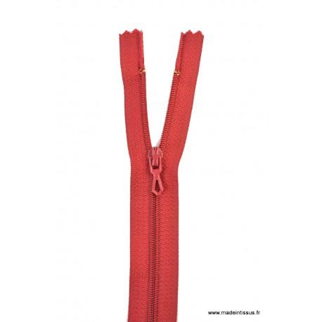 Fermeture éclair en nylon. H 10 cm. col 853 Carmin Foncé