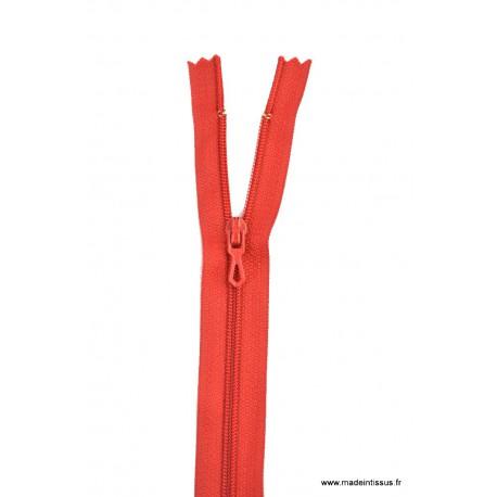 Fermeture éclair en nylon. H 10 cm. col 850 Rouge sang