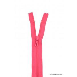 Fermeture éclair en nylon. col 845 Fuchsia