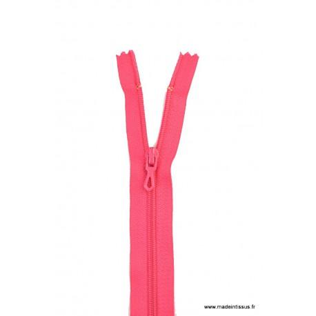 Fermeture éclair en nylon. H 10 cm. col 845 Fuchsia