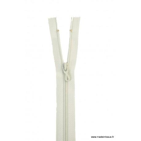 Fermeture éclair en nylon. H 10 cm. col 703 Vert Tilleul