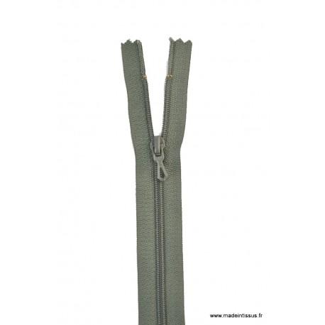 Fermeture éclair en nylon. H 10 cm. col 768 Vert treilli