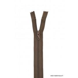 Fermeture éclair en nylon. H 10 cm. col 990 BROU DE NOIX