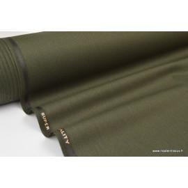 Tissu gabardine polyester viscose enduite étanche kaki.