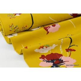 Tissu Viscose fluide imprimé fleurs sur fond Moutarde