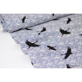 Tissu Viscose fluide bleu denim imprimé grues noires