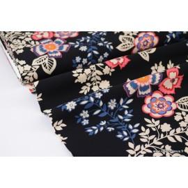 Tissu Viscose fluide imprimé fleurs écrus, bleues et roses sur fond Noir