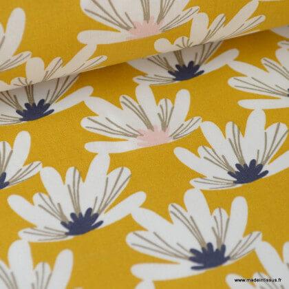 Tissu coton imprimé fleurs de Lotus blanches fond Moutarde. Oeko tex