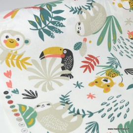 Tissu Coton Oeko tex imprimé Perroquets et Paresseux fond blanc
