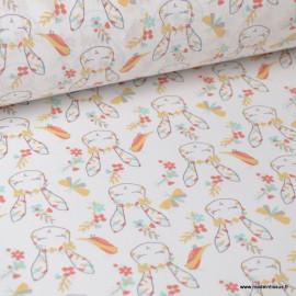 Tissu coton imprimé têtes de lapins, fleurs et oiseaux corail et jaune