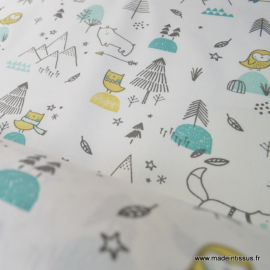 Tissu coton oeko tex imprimé chiens, sapins, étoiles coloris menthe  .x1m