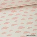 Tissu 100%coton dessin nuages rose sur fond blanc