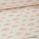 Tissu coton oeko tex imprimé  nuages rose sur fond blanc