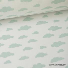 Tissu coton oeko tex imprimé nuages menthe sur fond blanc
