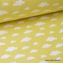 Tissu 100%coton dessin nuages blancs sur fond CITRON