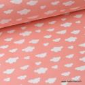 Tissu 100%coton dessin nuages blancs sur fond Corail