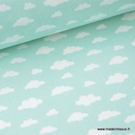 Tissu coton oeko tex imprimé nuages blancs sur fond Menthe .x1m
