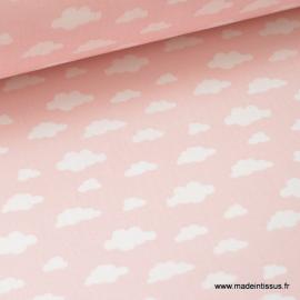 Tissu 100%coton dessin nuages blancs sur fond rose .x1m