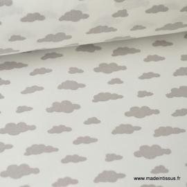 Tissu 100%coton dessin nuages gris sur fond blanc