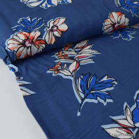 Tissu Viscose fluide imprimé fleurs corail et bleu fond marine