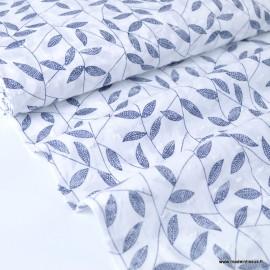 Tissu plumetis voile de coton blanc imprimé feuilles marines LE COUPON