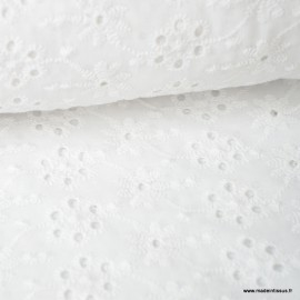 Tissu broderies anglaise coton blanc motifs Fleurs