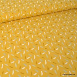 Tissu Popeline imprimé plumes grises, blanches et marron fond Moutarde. Oeko tex