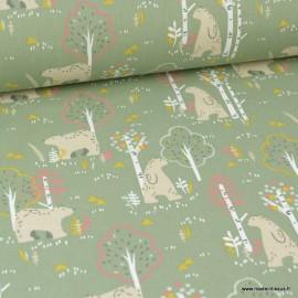 Tissu coton imprimé ours dans la foret beige fond Kaki. Oeko tex