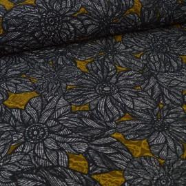 Tissu Bengaline stetch motifs fleurs brodées moutarde