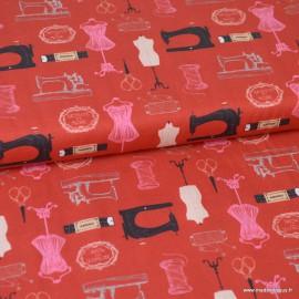 Tissu popeline coton motifs Couturière, machine et mannequin rouge - Oeko tex