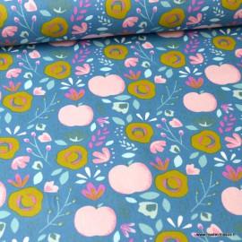Tissu coton Enduit motifs Pommes et fleurs fond Bleu -  Oeko tex