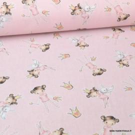 Tissu popeline coton imprimé fillette, couronnes et lapins fond rose - oeko tex