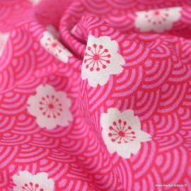 Tissu Cretonne coton imprimé fleurs et écailles fond rose fuchsia