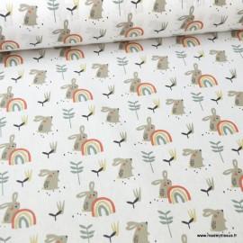Tissu coton imprimé Lapins et arc en ciel vert tilleuil fond blanc. Oeko tex