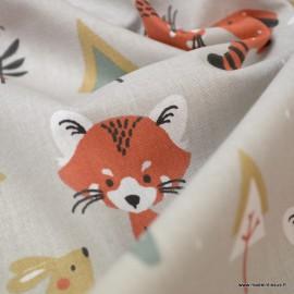 Tissu coton Padwan imprimé Renards, lapins et sapins fond Lin . Oeko tex