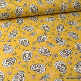 Tissu Popeline têtes de mort Calaveras et fleurs fond Moutarde