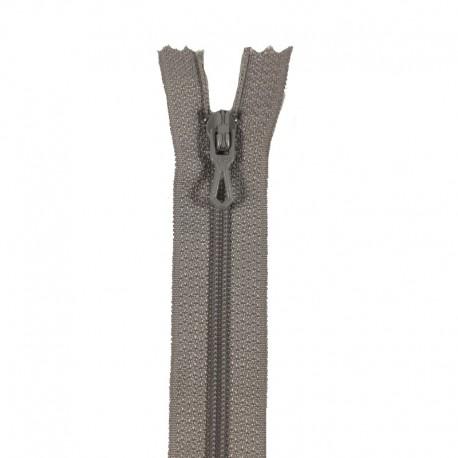Fermeture éclair en nylon. H 10 cm. col 432 Gris clair