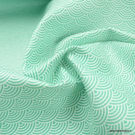 Tissu Simili cuir motifs écailles blanches fond menthe