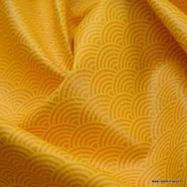 Tissu Simili cuir motifs écailles Safran fond Safran foncé