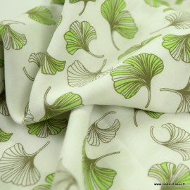 Tissu Viscose motifs feuilles de Ginkgo vertes fond blanc