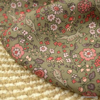 Sergé de viscose motifs fleurs et lapins fond bronze