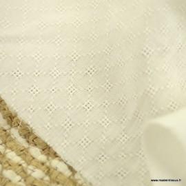 Popeline ajourée et brodée motifs losanges coloris Ecru - oeko tex