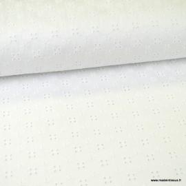 Tissu broderies anglaise Zelie coton blanc motifs fleurs ajourées