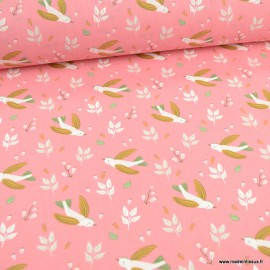 Tissu oeko tex coton Zoilo motifs fleurs et oiseaux fond bonbon